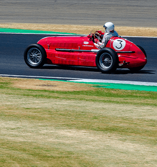 Historic race car rounds the Brooklands corner (c) Simon PR Benson
